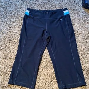 Nike dry fit cropped workout pants size medium